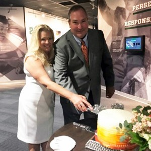 Amy and Rick Lewis cutting cake